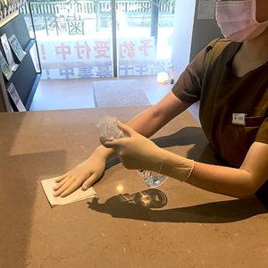 待合室テーブル消毒